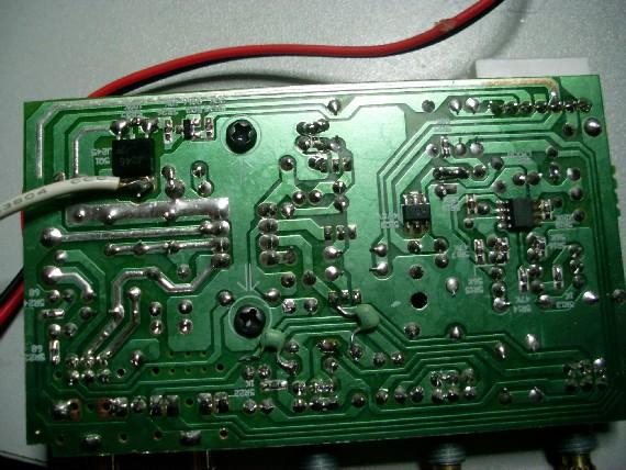 改造后的音调电路板背面图(俩只淡绿色电容