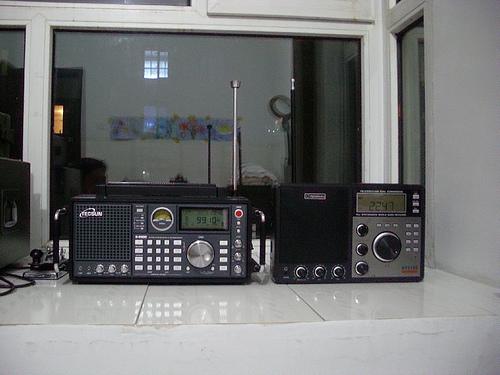 2,电源变压器质量不好,静态时就哼哼,电源电路也简单,居然连个带