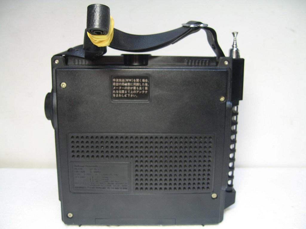感谢德坛!!端午节展示 日本松下National /Panasonic RF-877收音机(产于1973) ( 458字节) (1976214dna 2013年6月11日20:29:44 点击:3945 回复:5) 鬼子这东东跟个电台是的,背着 (0字节) (soho小喇叭 2013年6月11日22:34:13 点击:188 回复:1) 背着出去,不会本被警察抓起来吧 (16字节) (soho小喇叭 2013年6月11日22:36:00 点击:167 回复:0) 此机无论是音质 还是灵敏度 那是相当的好